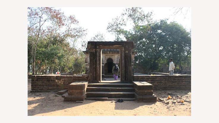 A live Devi temple at the site.